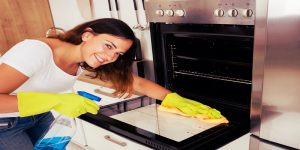 8 Simple Oven Cleaning Tips